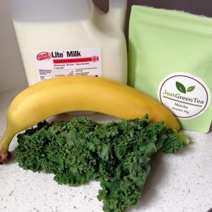 Matcha-kale-smoothie-prep